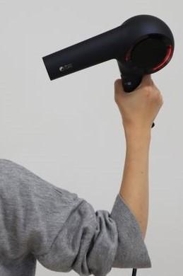 ホリスティックキュアドライヤーRp.(レシピ)の軽さを表す写真