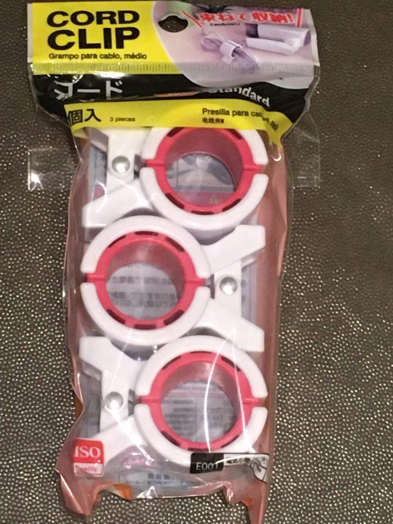 ダイソーで買ったドライヤーコード収納グッズの写真