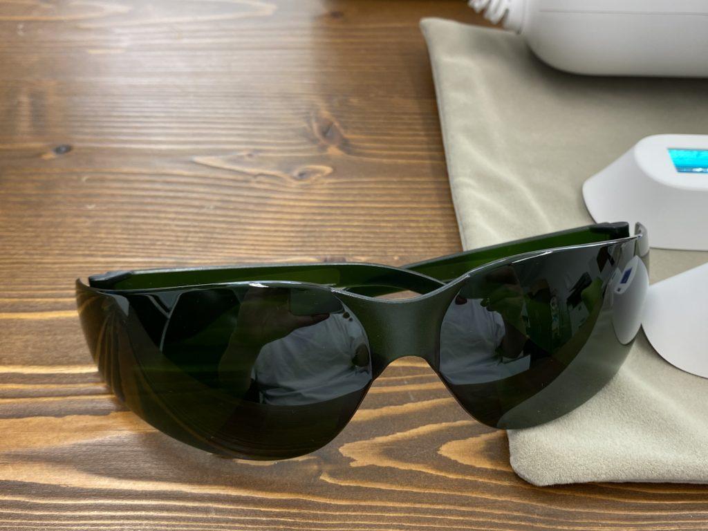 BiiTo2(ビート2)の付属品のサングラスの写真