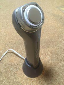 パナソニックRF美顔器を充電している写真
