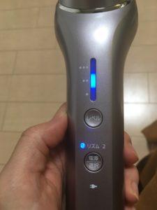 パナソニックRF美顔器の温感RFレベルを選択する写真