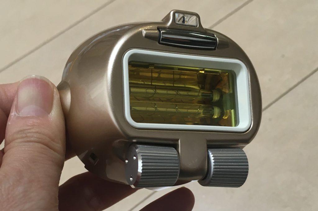 ヤーマン脱毛器のダブルキセノンランプの照射口の写真